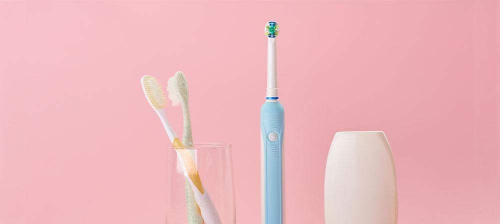 Zahnbürste reinigen und pflegen